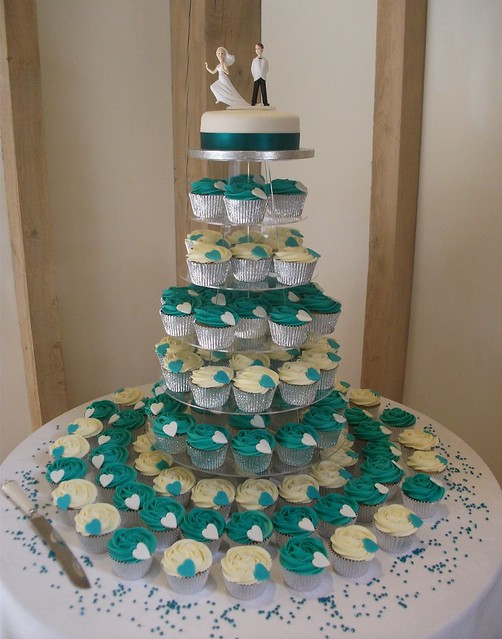A beautiful colour scheme dark teal and ivory for a wedding cake display