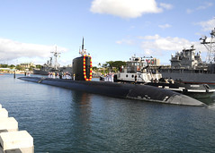 PEARL HARBOR, Hawaii (Aug. 24, 2011) Los Angeles-class fast attack submarine USS Santa Fe (SSN 763) returns to Joint Base Pearl Harbor-Hickam Aug. 24 after completing a six-month deployment to the Western Pacific region. (U.S. Navy photo by Mass Communication Specialist 2nd Class Ronald Gutridge)