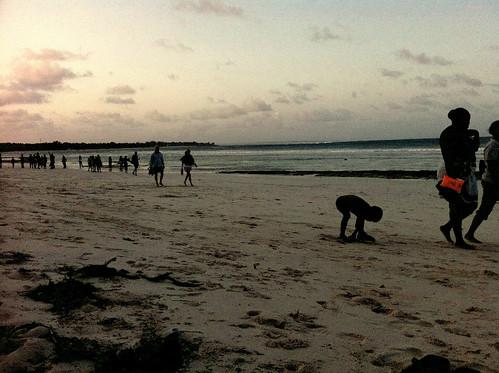 tramonto mare gente kenya