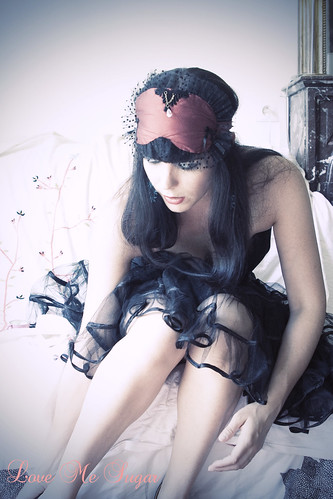 Burlesque Burlesque silk sleep mask in red
