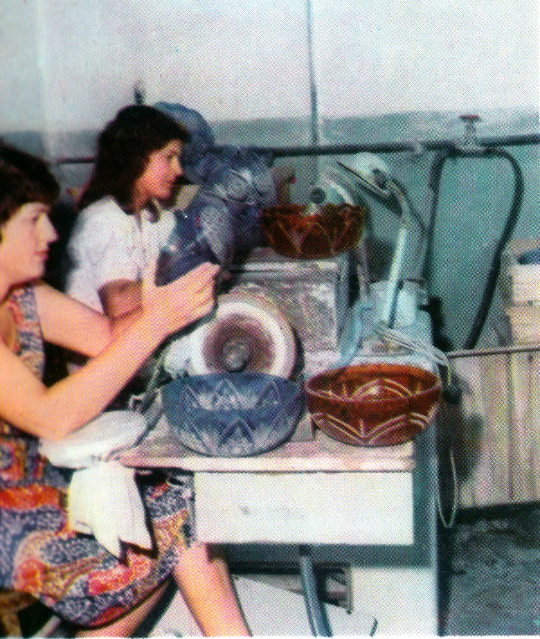 Fabrika e qelqit, Kavajë, fun vitesh 70. Verrerie de Kavajë, Albanie, fin des années 70.