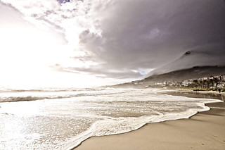 Camps Bay Beach 在 Cape Town 附近 的形象. sea contrast bay town seaside high nikon d south victor shore cape afrika camps 90 südafrika kapstadt bergmann vicbergmann