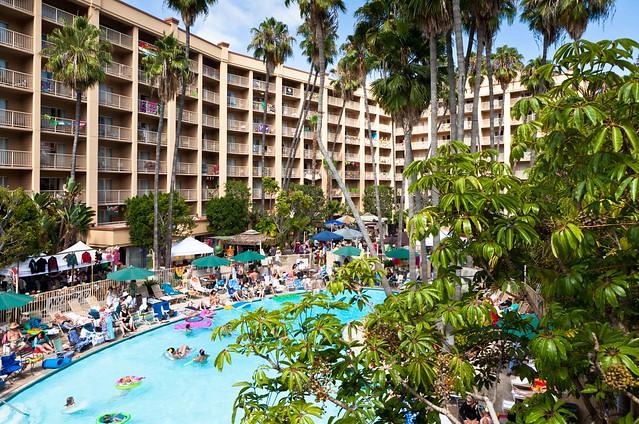 Scenes from Waikiki... uh, I mean San Diego (Tiki Oasis 11)