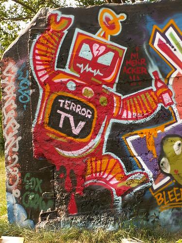 TERROR TV mehr Acker - Didaktische Satire als Graffiti in Dresden 043