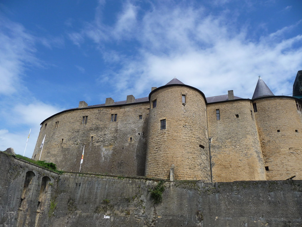 Sedan chateau-fort