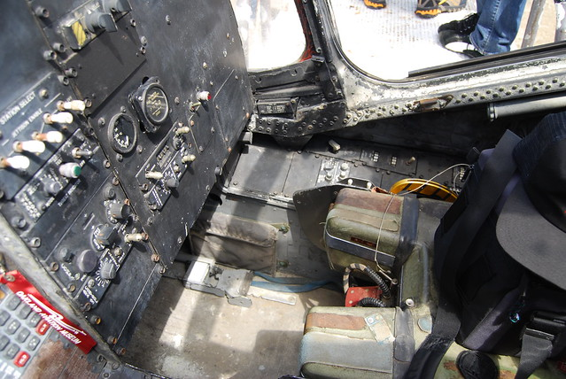 Refueling operator's station. Instrument pane, seat