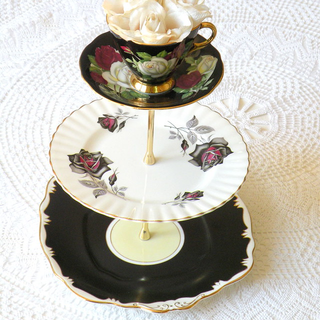 Tiered Cake Stand With Edges