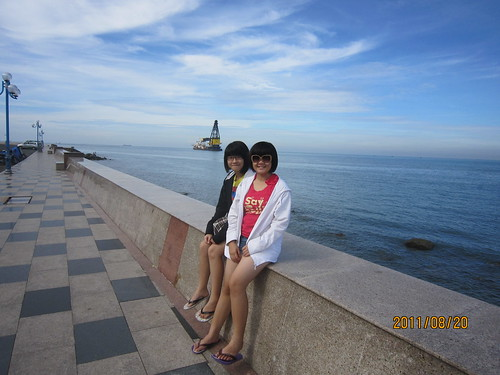 Beach with my family and my friend ^^ Hình gốc :D
