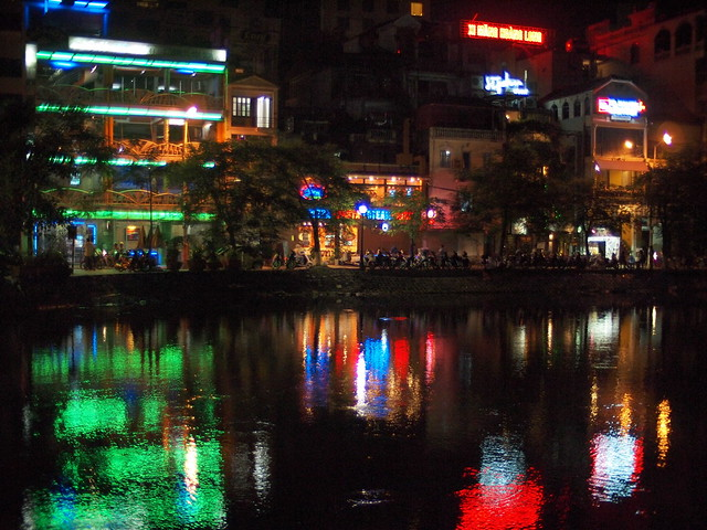 Night View of Lake Tuck Bak