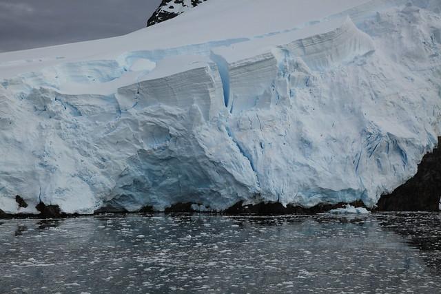 Glaciar en la isla Booth, Canal de Lemaire, La Antártida