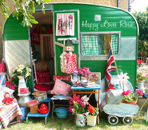 Happy's Vintage Caravan 6