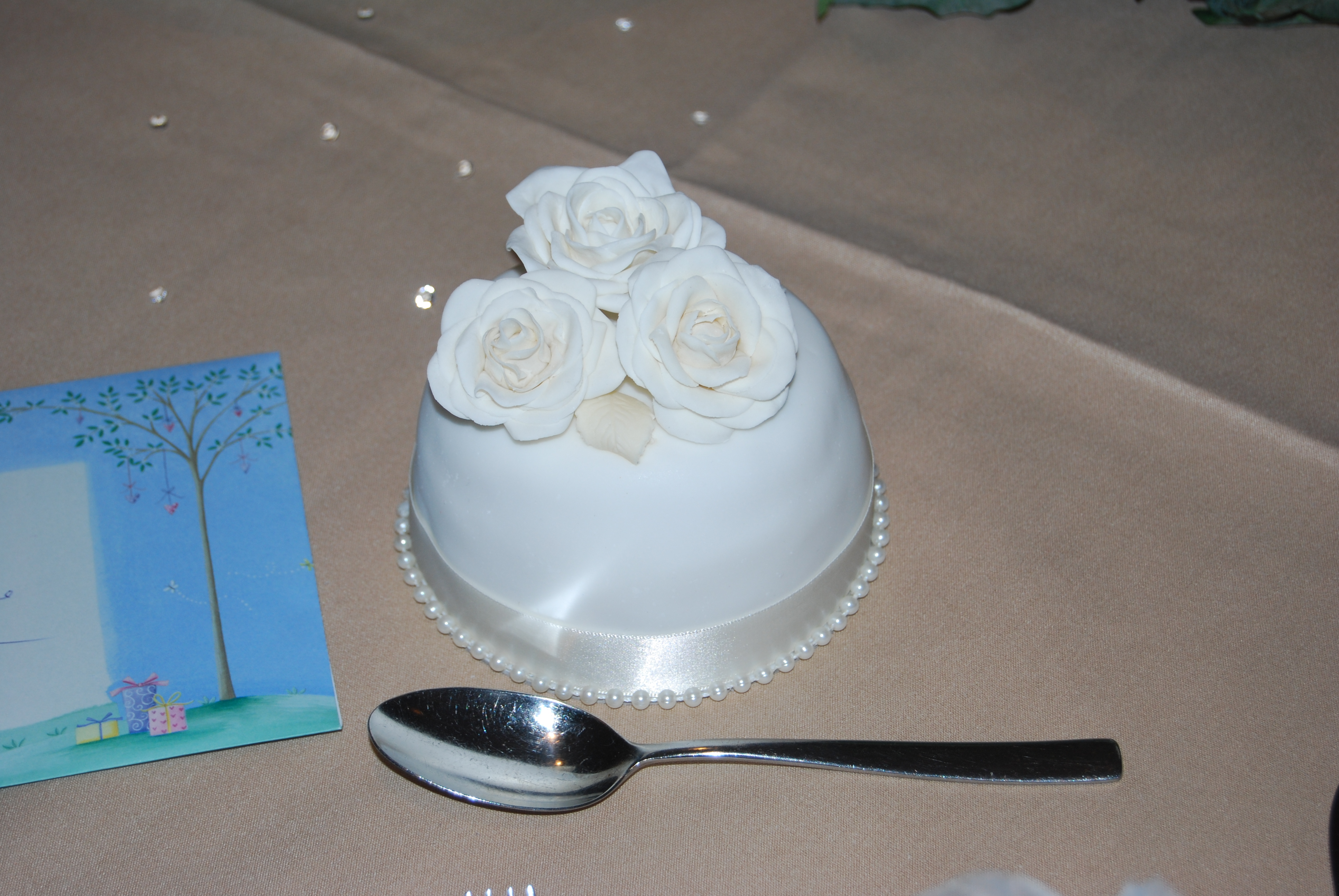 """How many people does a 4"""" x 6"""" round two tier wedding cake"""