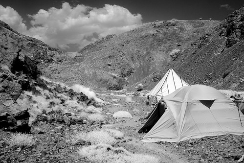 camp sky bw white mountain black grass stone clouds trekking river landscape ir eos site bush reisen flickr day view im outdoor morocco infrared atlas 20mm gps canoneos300d gravel wikinger hohen 1204t
