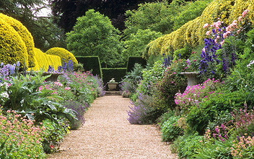 Ascott House Gardens, Buckinghamshire, UK | A view of the magnificent mirror flower borders in high summer (21 of 22)