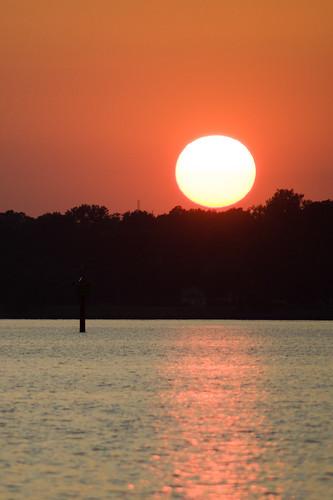 sunset buoy deltaville d700