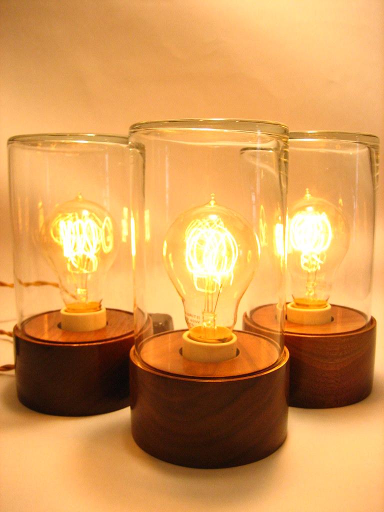 lampa stołowa ze słoika z żarówką