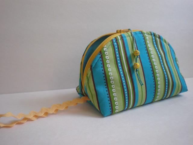 Dumpling zip pouch