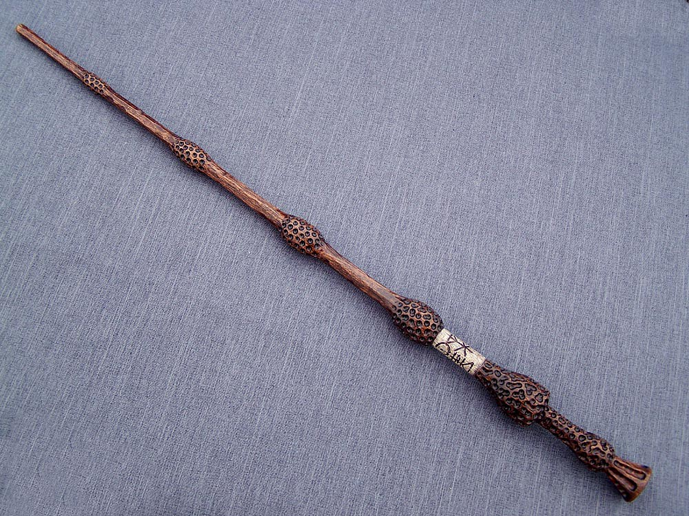 Wood harry potter wand replicas update 10 31 11 page 6 for Wooden elder wand
