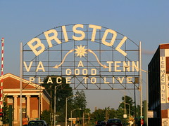Bristol VA / TENN sign (Daytime view)