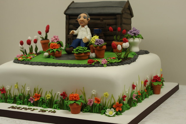 Garden cake side detail flickr photo sharing for Gardening 80th birthday cake