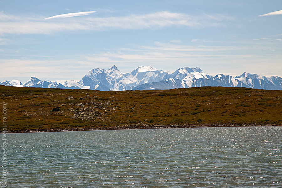 Вид на Белуху с Тургундинского плато, Нижнее Тургундинское озеро