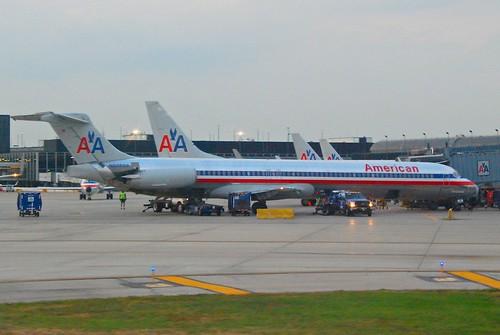 American Airlines MD-82; N33502@ORD;12.10.2011/624de