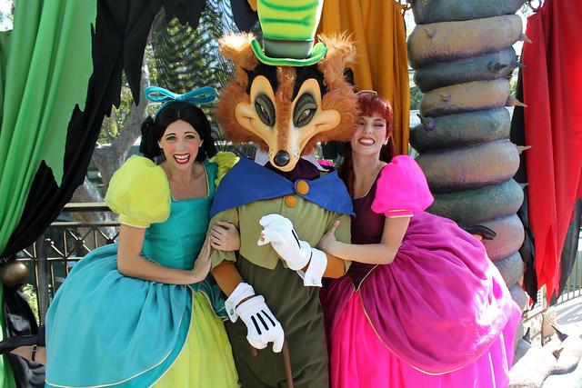 Having fun with Foulfellow, Anastasia and Drizella