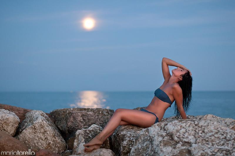 Matrimonio Spiaggia Bibione : Waiting for the full moon mario tarello fotografia