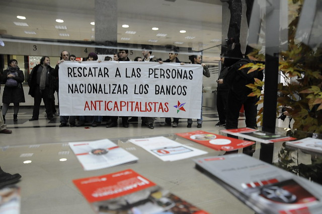 Anticapitalistas ocupa la sede del banco santander en for Banco santander abierto sabado madrid