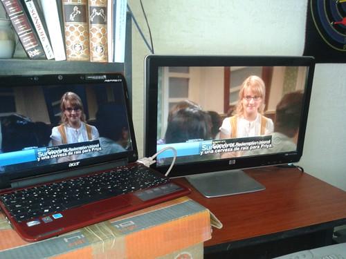 2 monitores, el lcd y uno externo