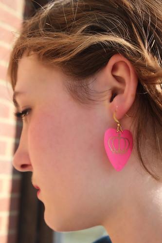 QOS Logo Plectrum pierce - Pink Heart