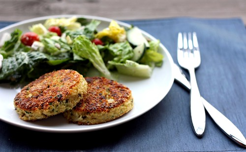 Meatless Monday: Quinoa Cakes with Lemon, Olives, and Parsley – Elly ...