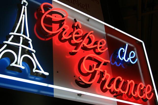Neon crêpe de France sign