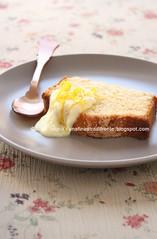 Cake all'olio e limone con salsa di mele e cioccolato bianco