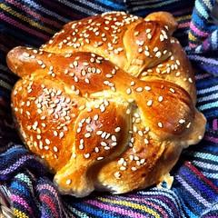 meal, breakfast, tsoureki, bread, baked goods, food, dessert, brioche,