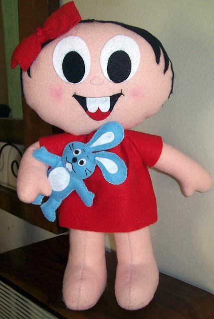 Boneca Mônica com os moldes