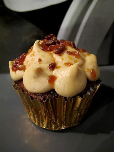 Elvis cupcake
