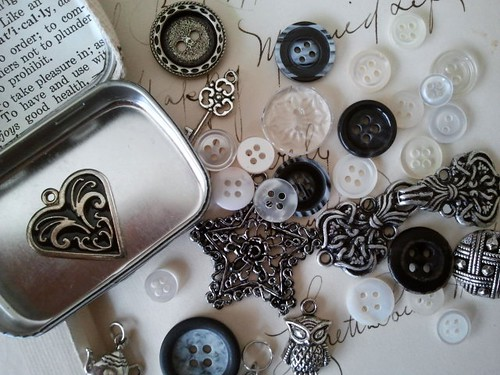 Trinkets Tin with Charms and Buttons
