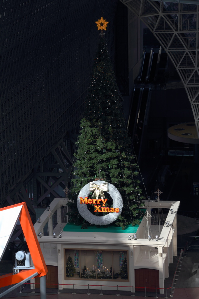 Christmas tree in JR Kyoto Station (1)