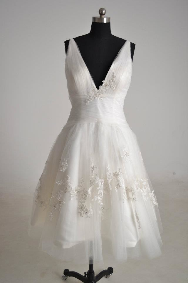 Short lace wedding dress wedding dress short lace for Wedding dresses harrisburg pa