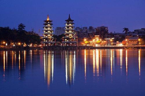 city lake reflection tower water night lights dragon tiger taiwan kaohsiung dragontigertower