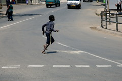 Child crossing in Malawi / ©Make Roads Safe campaign