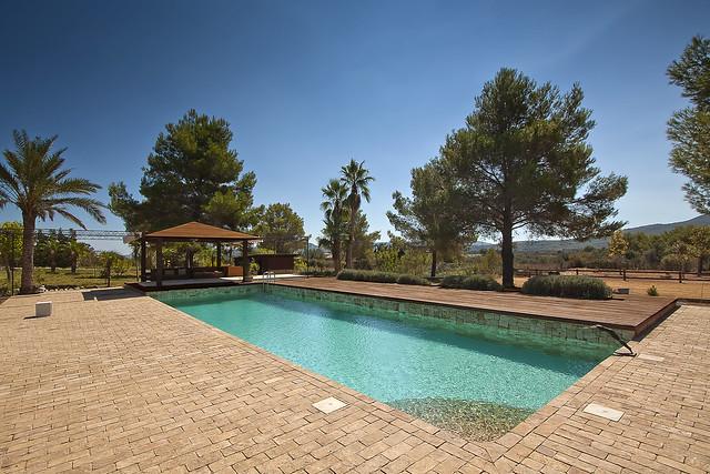 Piscina turquesa con pared interior de piedra flickr for Gunitec piscinas
