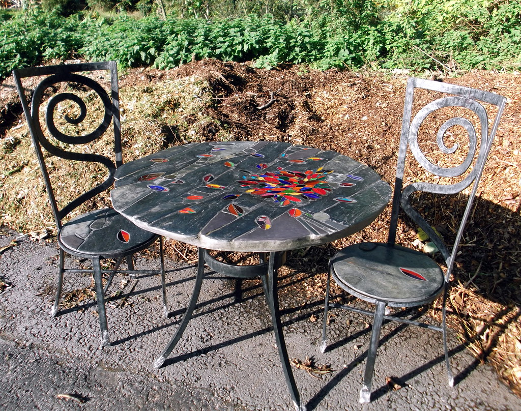 'Leaf,  garden table and chairs 2011
