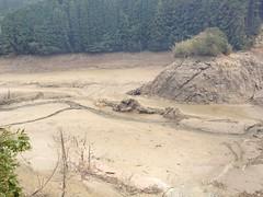 ダムの水がない!