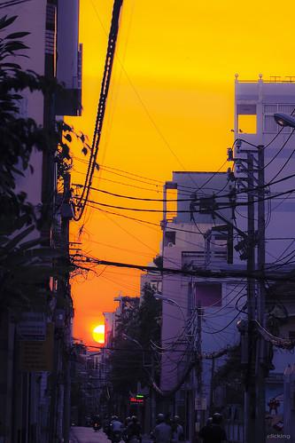 street sunset sky sun sunlight sunshine silhouette yellow architecture landscape golden purple dusk vibrant streetphotography vivid streetlife down vietnam moment citylandscape saigon goldenhour goobye rurallandscape hoànghôn theendofthestreet vietnameselandscape
