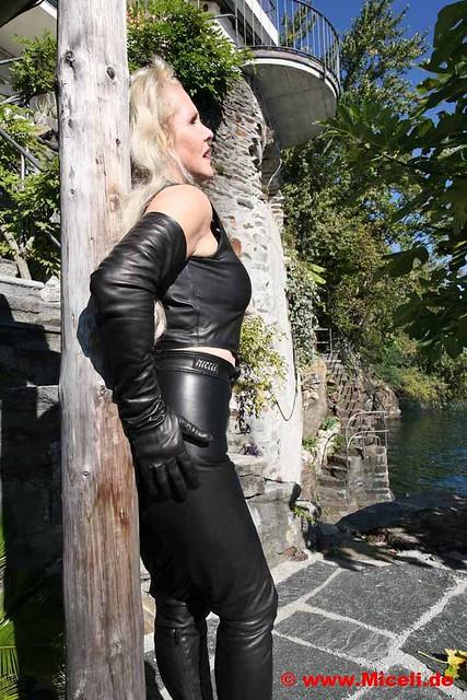 shoulder length leather gloves