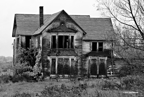 Abandoned house Knoxville black and white