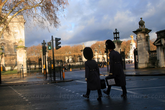 foto Guardie di Buckingham Palace andando al lavoro
