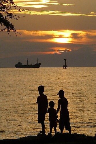sunset sea kids children evening boat asia silhouettes timor leste anak easttimor dili timorleste osttimor